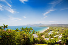 Spiaggia del Port Douglas il giorno pieno di sole Fotografie Stock