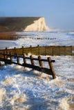 Spiaggia del porto di Cuckmere & sette sorelle scogliere BRITANNICHE fotografia stock libera da diritti