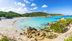 Spiaggia del Principe, fantastisk strand av smaragdkusten, östlig Sardinia ö, Italien Arkivfoton