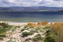 Spiaggia del punto di Dennes situata sull'isola di Bruny in Tasmania fotografie stock libere da diritti