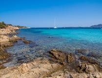 Spiaggia del Relitto, ö av Caprera Royaltyfria Foton