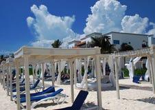 Spiaggia del ricorso di lusso in Riviera messicano Immagine Stock Libera da Diritti