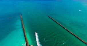 Spiaggia del sud, Miami Beach florida Siluetta dell'uomo Cowering di affari Immagini Stock Libere da Diritti