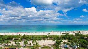 Spiaggia del sud, Miami Beach florida Siluetta dell'uomo Cowering di affari Immagini Stock