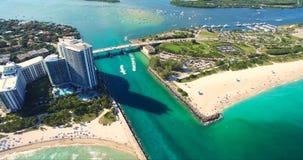 Spiaggia del sud, Miami Beach florida Siluetta dell'uomo Cowering di affari Immagine Stock