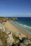 Spiaggia del vounder di Pedn, Cornovaglia. Immagine Stock Libera da Diritti