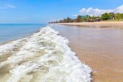 Spiaggia dell'acqua di mare di Wave fotografie stock