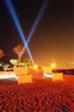 Spiaggia dell'albergo di lusso nell'illuminazione di notte sulla palma Jumeirah Fotografie Stock Libere da Diritti