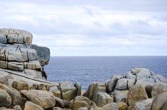 Spiaggia dell'Australia con roccia a Perth immagini stock