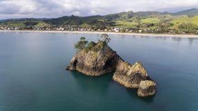 Spiaggia dell'isola e di Whangapoua di Pungapunga, Nuova Zelanda Fotografia Stock Libera da Diritti