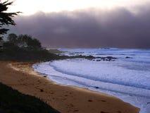 Spiaggia dell'oceano con le nubi di tempesta Fotografia Stock Libera da Diritti