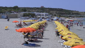 Spiaggia della baia di Ghadira dell'isola di Malta stock footage