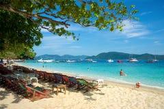 Spiaggia della banana sull'isola di Coral Ko He Immagini Stock