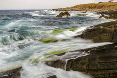 Spiaggia della Camera del mare delle rocce delle onde Fotografia Stock