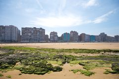 Spiaggia della città di Gijon Immagini Stock Libere da Diritti