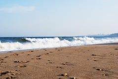 Spiaggia della città sul Mar Nero nella tempesta Fotografie Stock Libere da Diritti