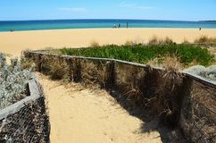 Spiaggia della spiaggia con una vista Immagini Stock