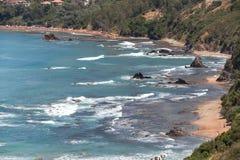 Spiaggia della costa algerina in Kabylia Immagini Stock