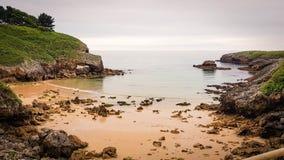 Spiaggia della costa asturiana fotografia stock libera da diritti
