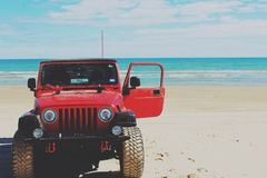 Spiaggia della jeep immagine stock