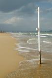 Spiaggia della località di soggiorno fuori stagione Fotografia Stock Libera da Diritti