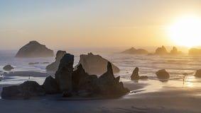Spiaggia della roccia del fronte fotografia stock