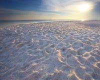 Spiaggia della sabbia con uso dell'indicatore luminoso dell'orlo per la priorità bassa della natura Immagini Stock Libere da Diritti