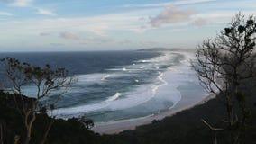 Spiaggia della spuma della baia di Byron stock footage
