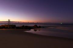 Spiaggia della testarossa - Newcastle Australia - alba di mattina Immagine Stock