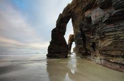 Spiaggia delle cattedrali a Ribadeo, Spagna immagini stock libere da diritti