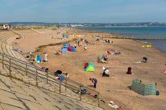 Spiaggia Devon England del labirinto di Dawlish il giorno di estate del cielo blu fotografia stock