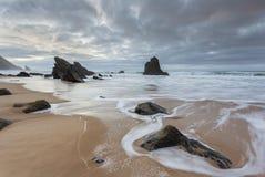 Spiaggia di Adraga nel Portogallo fotografia stock libera da diritti