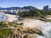 Spiaggia di Arpoador, spiaggia del ` s del diavolo, distretto di Ipanema di Rio de Janeiro immagini stock