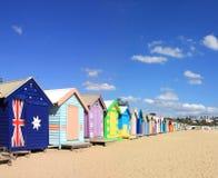 Spiaggia di Brighton che bagna le caselle Fotografie Stock
