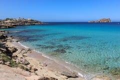 Spiaggia di Cala Comte in Ibiza, Spagna immagini stock libere da diritti