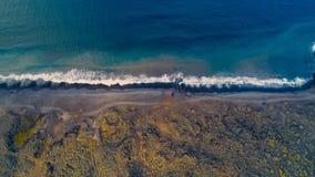 Spiaggia di calma di pomeriggio dai hights fotografie stock