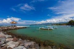 Spiaggia di Candidasa - isola Indonesia di Bali Immagine Stock