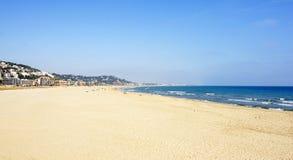 Spiaggia di Castelldefels nell'inverno Fotografia Stock Libera da Diritti
