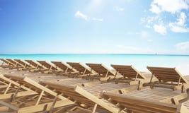 Spiaggia di chaise longue Fotografie Stock