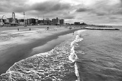 Spiaggia di Coney Island a New York, U.S.A. fotografia stock libera da diritti