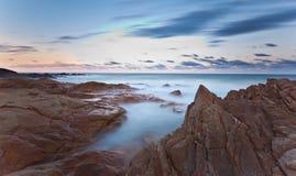 Spiaggia di Coolum al tramonto Immagini Stock