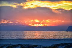 Spiaggia di Coronado a San Diego dal del storico Coronado dell'hotel, al tramonto con le dune di sabbia uniche della spiaggia, vi fotografie stock libere da diritti