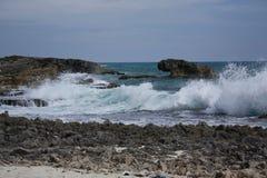 Spiaggia di Cozumel con le onde d'arresto Immagine Stock