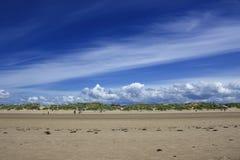 Spiaggia di Crosby nel paesaggio dell'Inghilterra giorno nuvoloso Immagine Stock