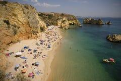 Spiaggia di Dona Ana a Lagos - Algarve (Portogallo). Fotografia Stock