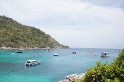 Spiaggia di estate e barca di velocità Fotografie Stock Libere da Diritti