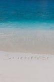 Spiaggia di estate e mare del blu della radura Immagini Stock