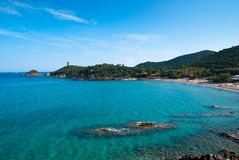 Spiaggia di Fautea con la torre genovese Immagine Stock