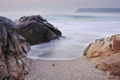 Spiaggia di Greenaway di vista sul mare della Cornovaglia. Fotografie Stock