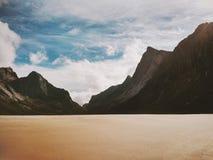 Spiaggia di Horseid del paesaggio nelle isole della Norvegia Lofoten Fotografia Stock